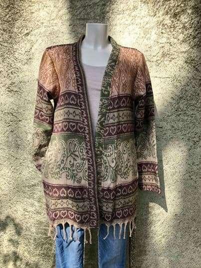 Warm Indiaans shawl vest