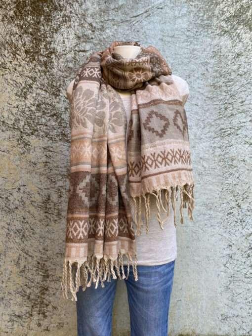 Sjaals uit India in prachtige kleurstellingen. Aan twee kanten draagbaar. Groot en warm, ook geschikt als omslagdoek of dekentje op de bank.