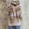 Sjaals uit India in prachtige kleurstellingen. Aan twee kanten draagbaar. Groot en warm, ook geschikt als omslagdoeken of dekentje op de bank.