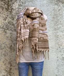 Zachte sjaals in prachtige kleurstellingen. Aan twee kanten draagbaar. Groot en warm, ook geschikt als omslagdoek of dekentje.