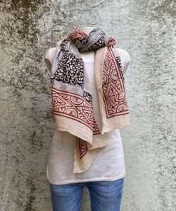 Handgemaakte blokdruk sjaal uit India, geprint volgens de blockprint methode. Elk motief wordt met houten stempels handmatig gestempeld